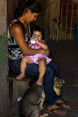 Mother with child, Honduras, 2014